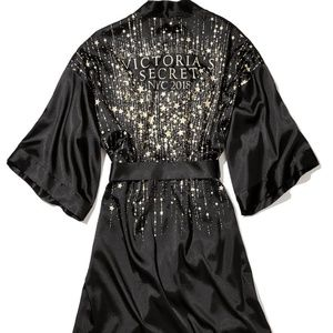 New with Tags VS Fashion Show Robe 2018